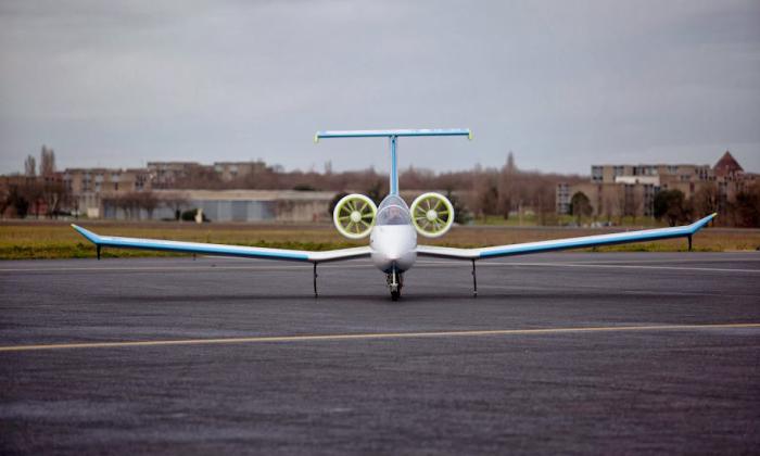 avion en carbone EFAN carbon plane