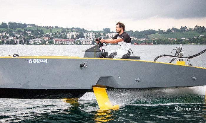 bateau à moteur composite