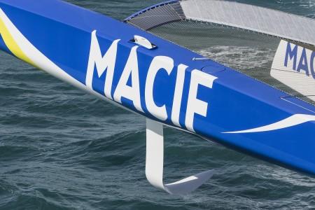 Port float with foil - Macif trimaran