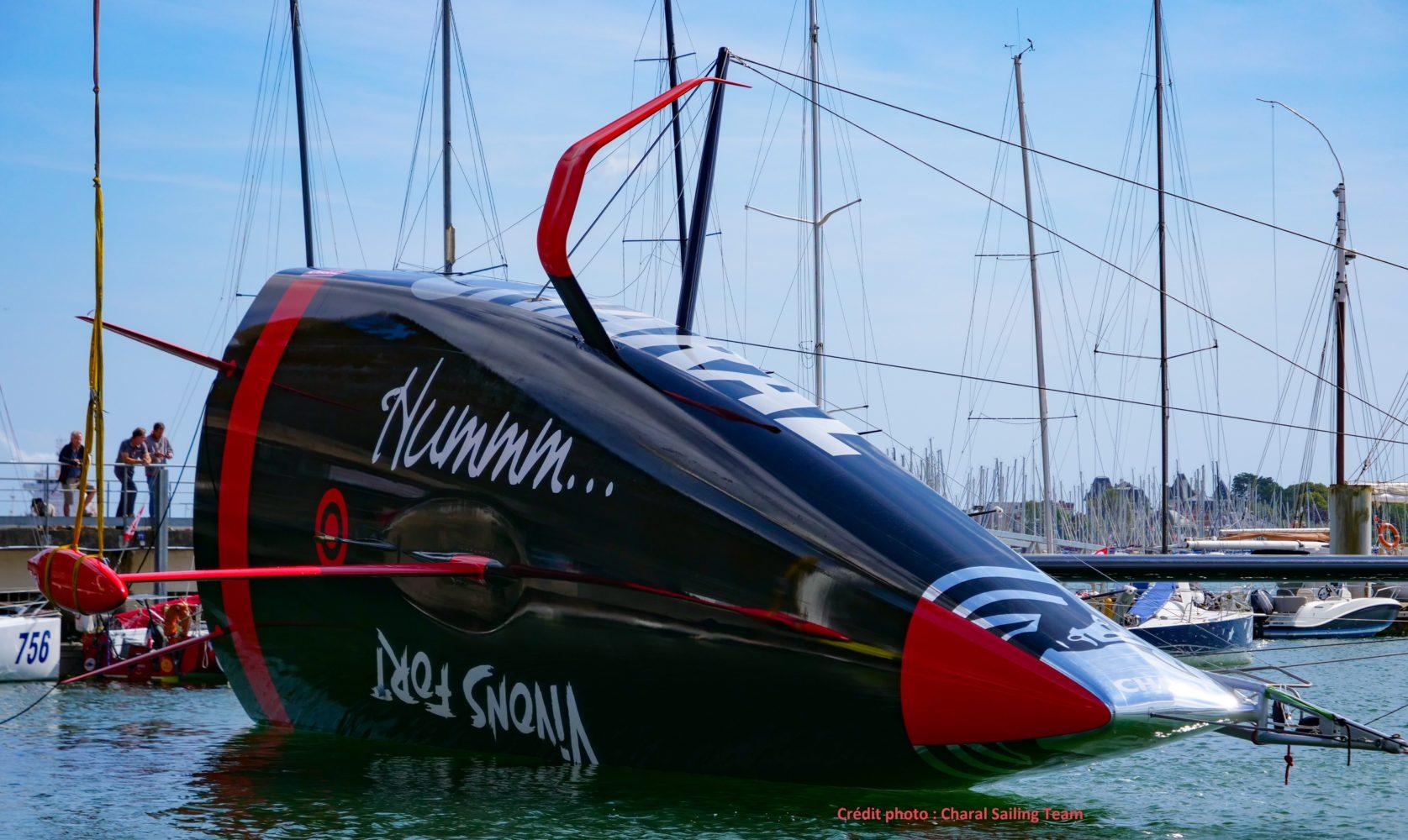 Charal bateau IMOCA foils carbone - mise à l'eau